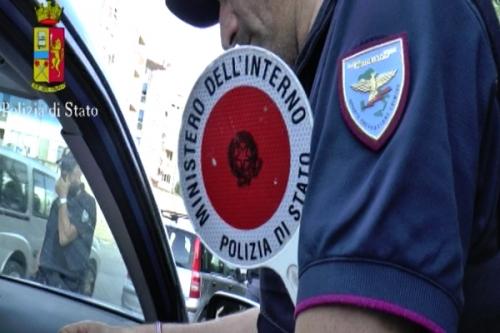 Reggio Calabria, corpo carbonizzato sotto un'autovettura ad Arghillà